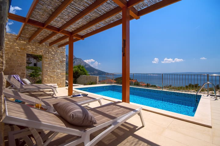 Villa Oslo - luxury place with sea views & heated pool, 300m from sandy beach