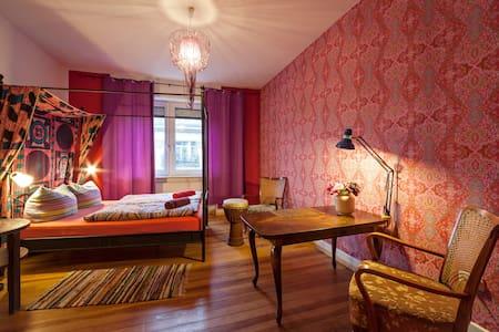 Nava's bed&breakfast: your own room - Karlsruhe