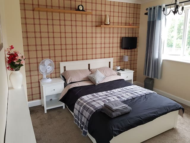 Double room, Close to city centre, Hospital & Uni