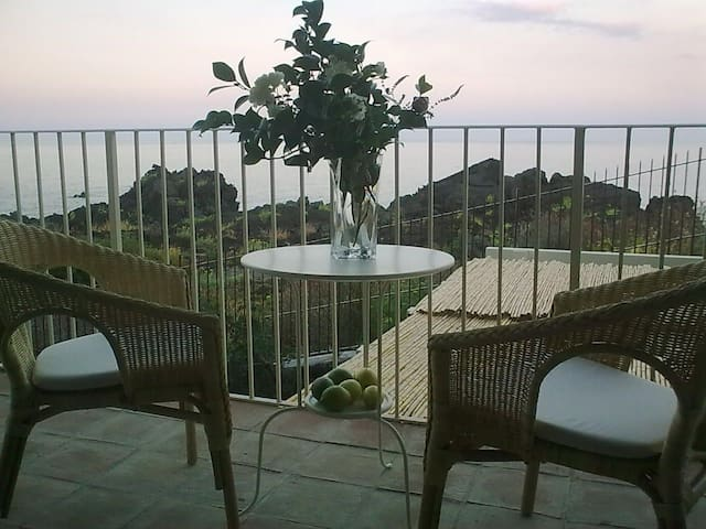 Two nice rooms for touch the sea. - Acireale - Apartment