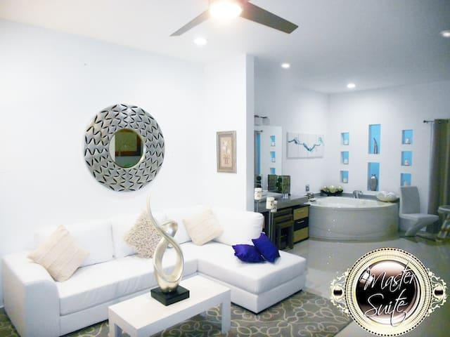Beautiful Master Suite VIP Servicio Ejecutivo - San Nicolás de los Garza - House