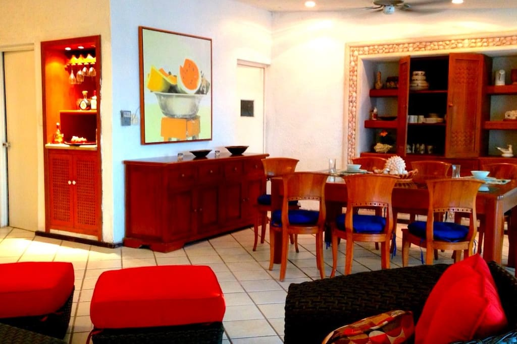 Living room, min-bar, kitchen. All you need for the perfect vacation.