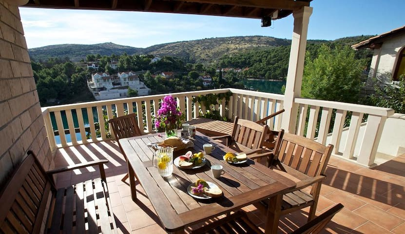 Villa More A-11 sleeps 4+2