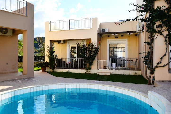 Villa 100mt from beach, shared pool,1 bedroom,wifi - Nopigia - Casa de camp