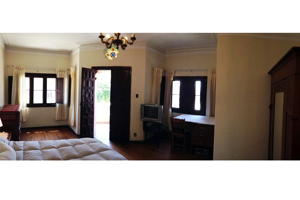 Spacious, corner room with private balcony.  Historical district of Yanahuara. Excellent views of Misti!