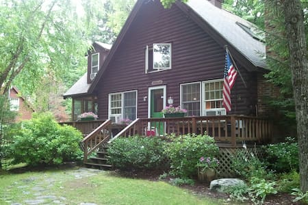 Quaint and cozy NH  log cabin - Freedom