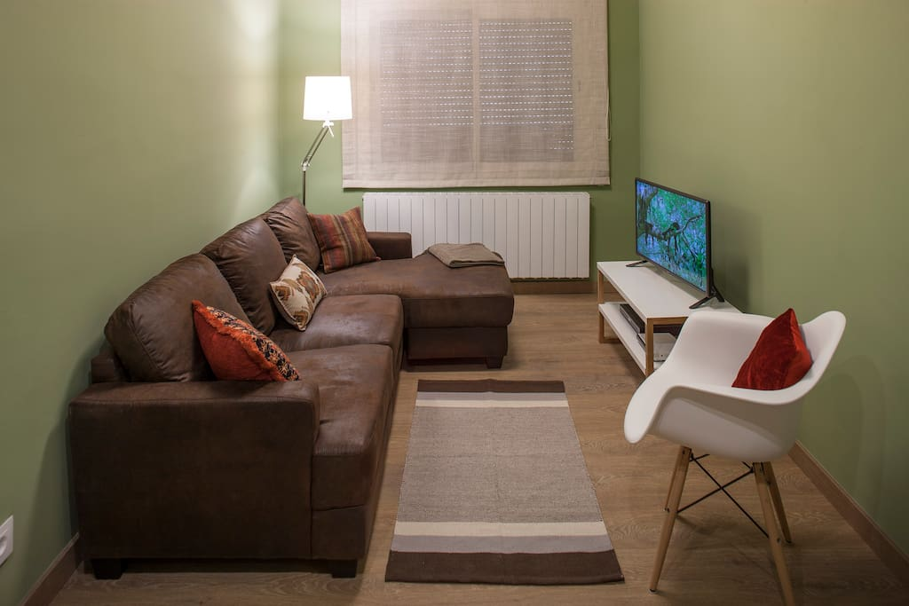 Sillón para 3/4 personas con chaise longue con luz para una lectura cómoda.