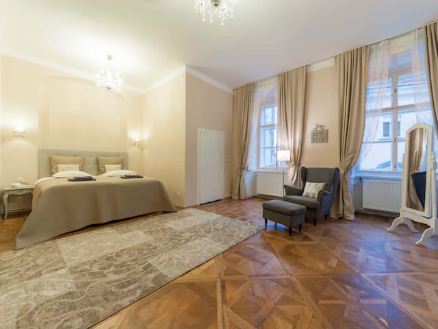 ElegantVienna Adagio Judenplatz
