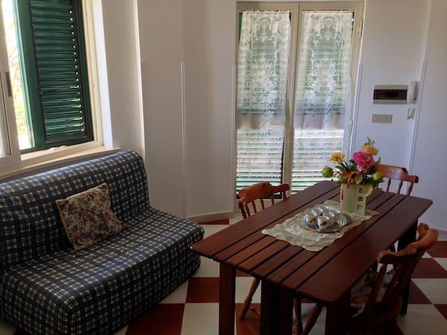 CONFORTEVOLE CASA NEI PRESSI DI SPIAGGIA E CENTRO - Campomarino - Appartement
