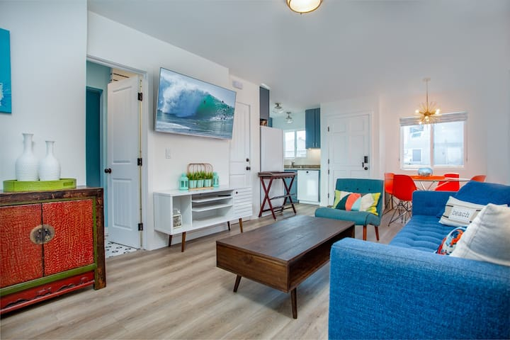 Cheerful Newly Renovated 2BR 1BA, A/C w/Parking