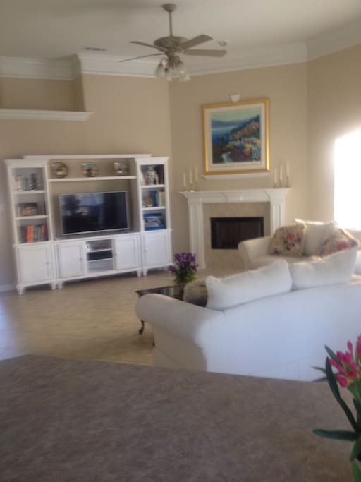 Living room with ample space for more guest to sleep on air mattress if needed
