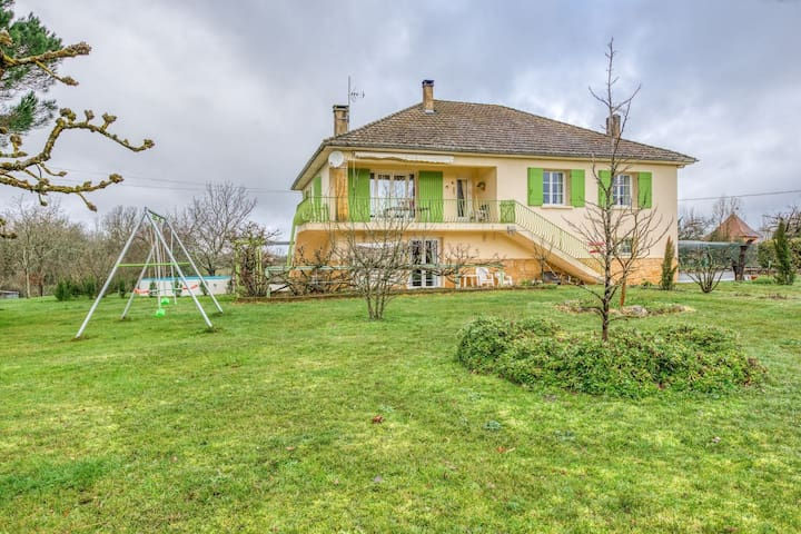 Vakantiewoning met zwembad en grote tuin tussen Bergerac en Sarlat.
