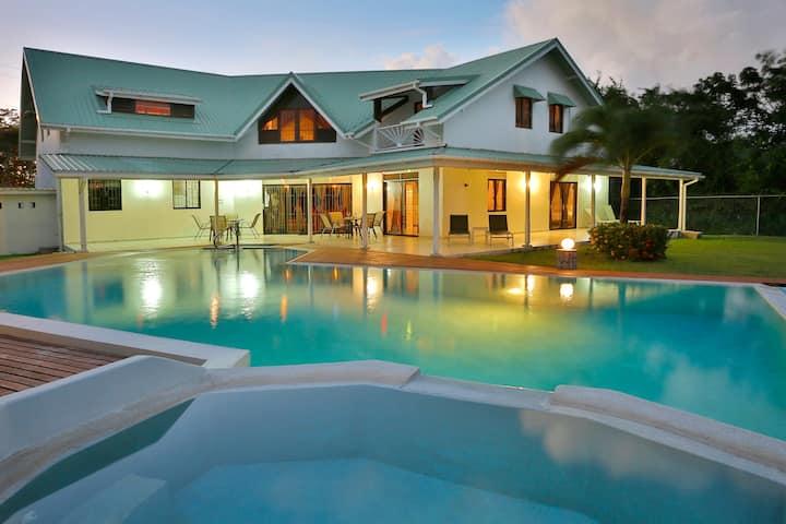 Beautiful Villa Near Rodney Bay