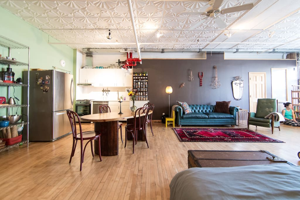Lovely Loft, cozy and comfortable with all you need. A 1000sq feet open space to be enjoyed.