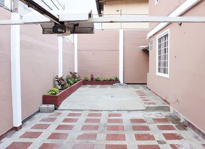 Apartmento lindo amplio amoblado - Guayaquil - Apartamento