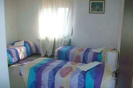 Camera in abitazione tranquilla - Mezzano - Hus