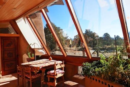 EARTHSHIP, A GREEN OASIS BY TAOS - Rumah