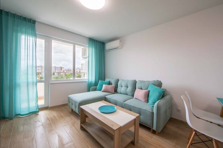 Stylish flat+FREE PARKING, 12min away from center
