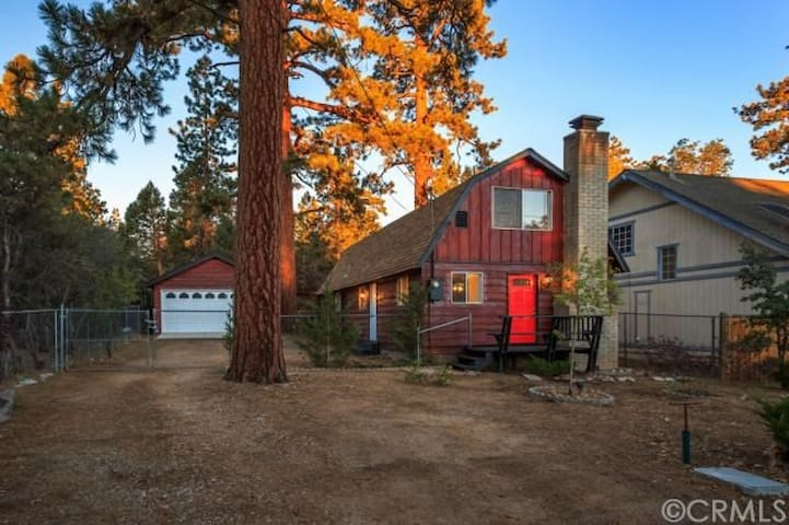 Cozy & Charming Big Bear Cabin 3BR