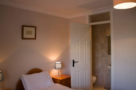 Twin bed B&B bedroom - Ballybrittas