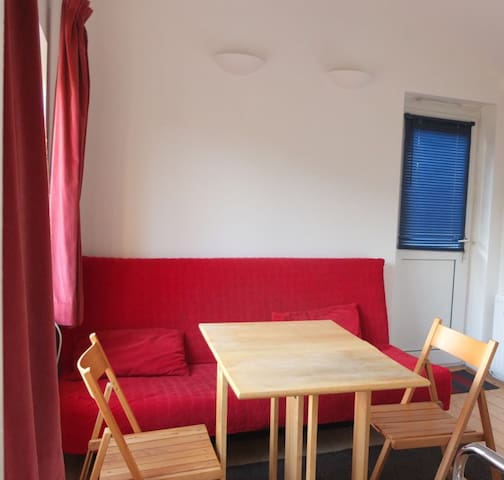 Private studio - self contained. Good location. - London - Apartment