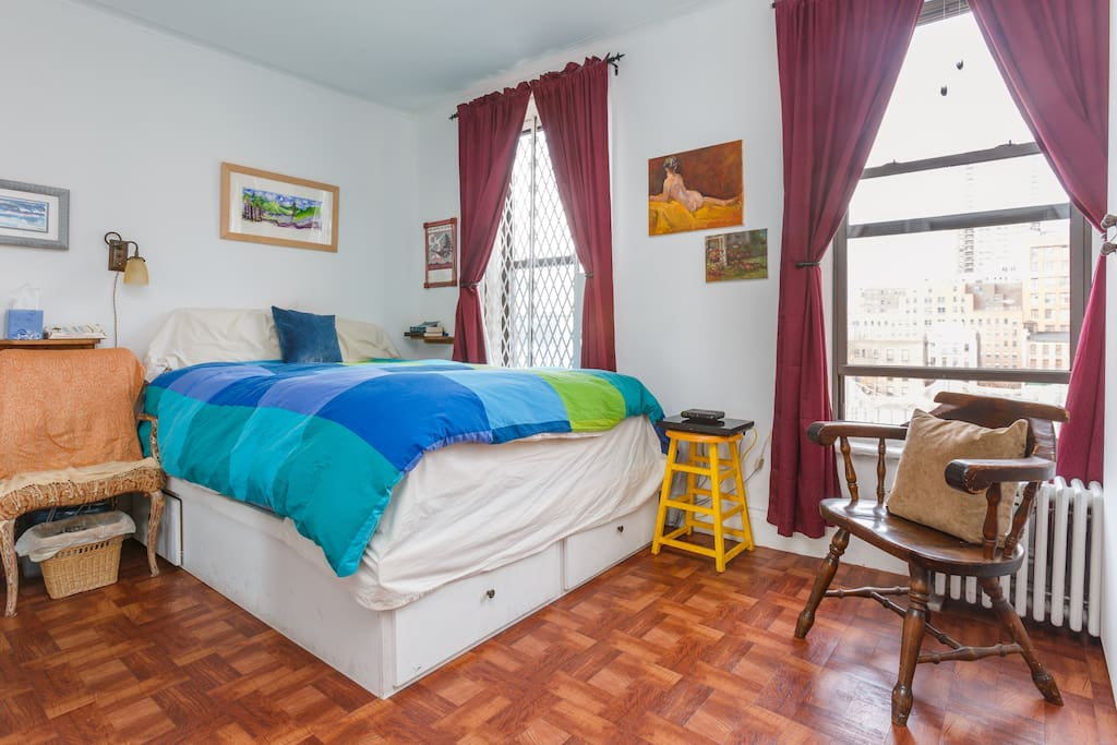 Large bedroom with light-blocking curtains, very comfie queen bed