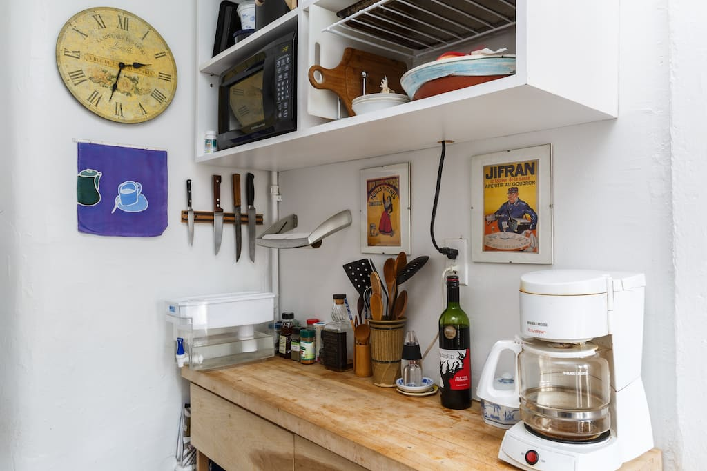 Very cute efficiency kitchen counter