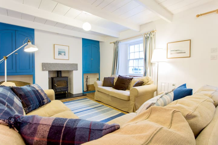 Fisherman's Cottage with Parking - 100m from Sea