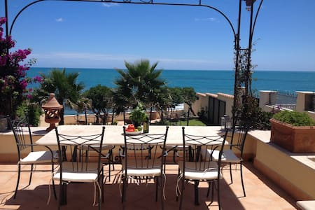 A beautiful beach front villa located by the mediterranean sea in Santa Marinella just 40 minutes outside Rome. The view of the seawall are immediately in front of you. Villa Paola is perfect for family vacations or business gatherings