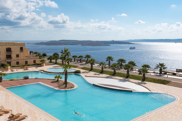 Luxury seafront villa w/BIG pool + incredible view
