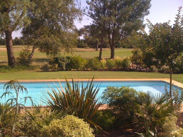 Belle villa au bord du golf