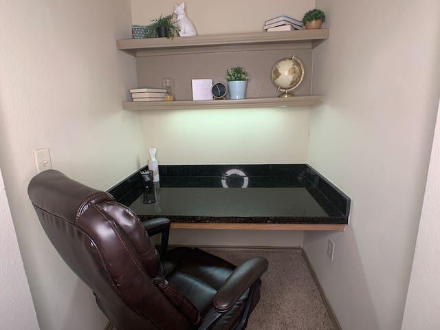 ★Stylish Apt. w/Queen bed*Kitchen*Desk*Pool*Gym★