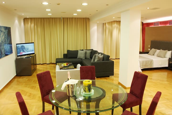 Luxury Serviced Design Suite A - Kifisia - Bed & Breakfast