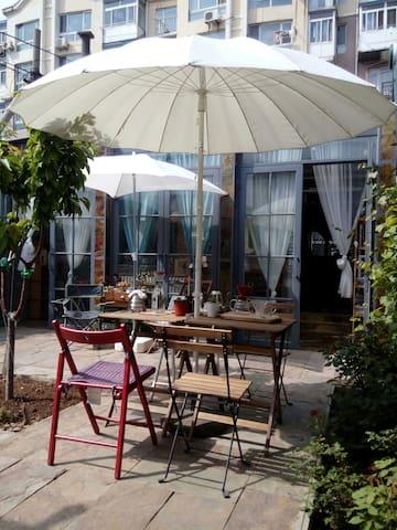 来大连  住在院子里的民宿咖啡馆  是个什么样的体验?