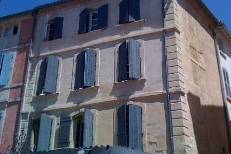 bienvenue en plein centre place du forum - Arles - Apartamento