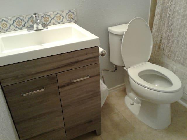 Shared all new modern bathroom