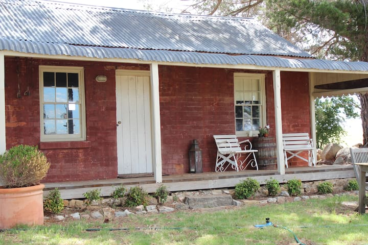 Snowy Mountains Cabin - Dalgety - Stuga