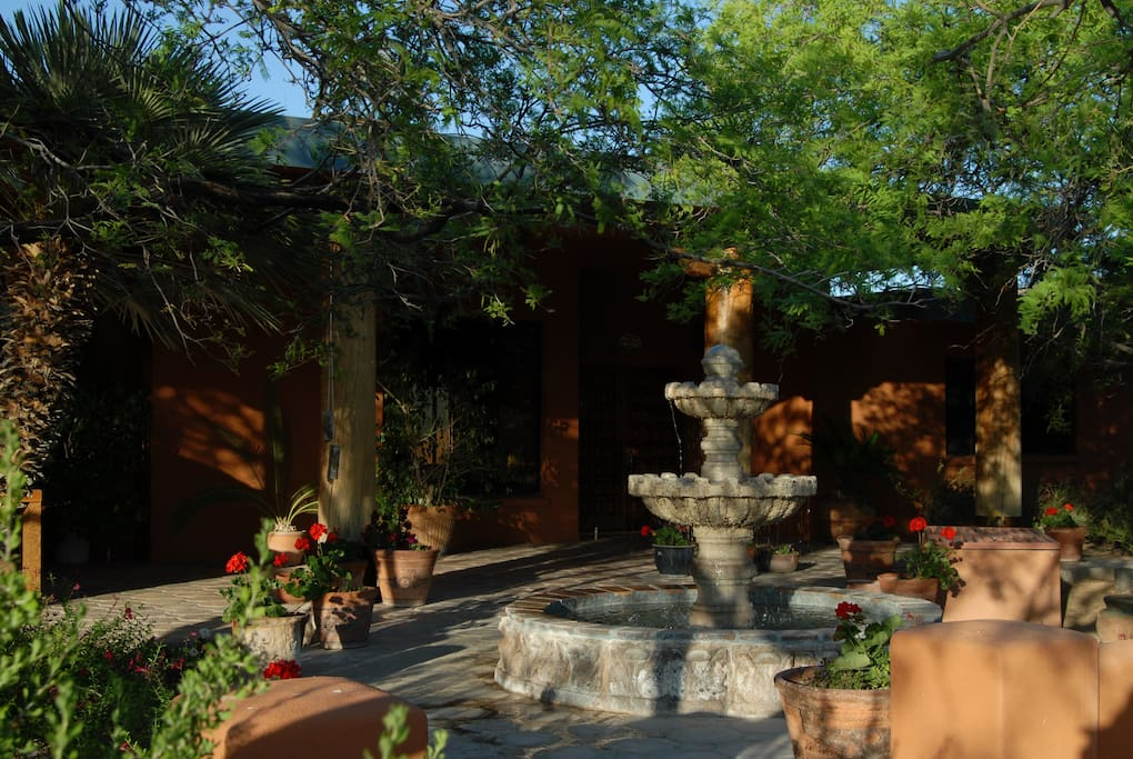 Front of ranch with fountain near entrance