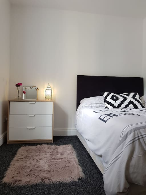 Bedroom 1: Double bed, double wardrobe & bedside table