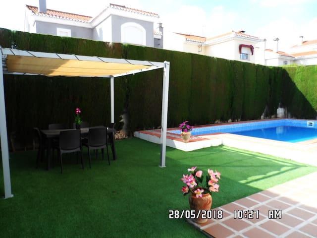 Casa con piscina cerca de granada