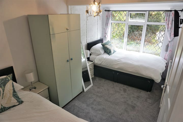 Twin room, 10 minute walk to the beach