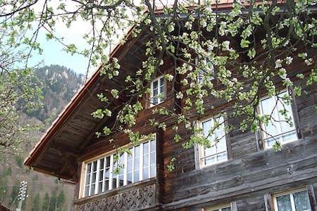 """Ferienhaus Moos """"Fleckhuus"""" - Gsteigwiler"""