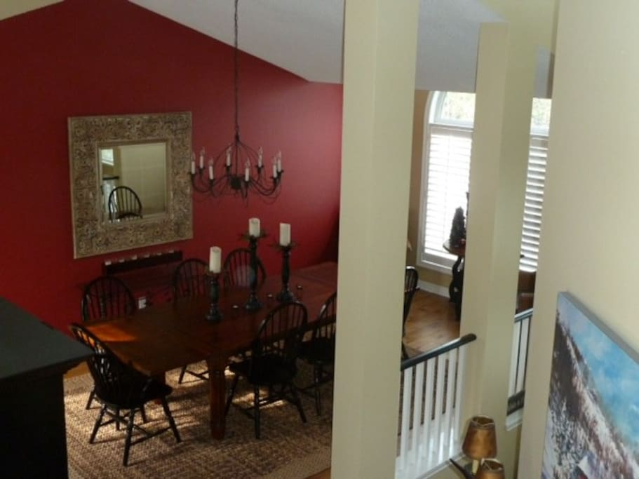 Large, bright dining room for entertaining