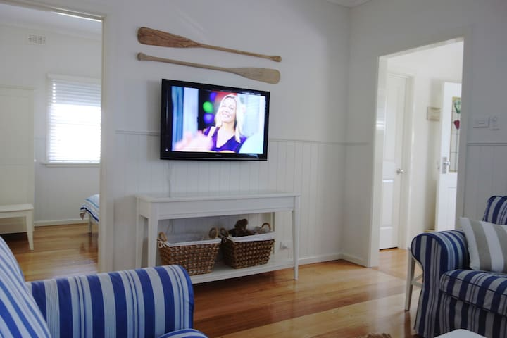 Dado panelled walls. DVD/Blu-ray and sound bar.