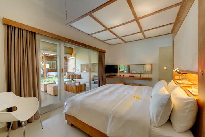 one of the 3 master bedrooms