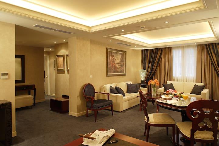 Luxury Serviced 2 Bedroom Suite - Kifisia - Bed & Breakfast