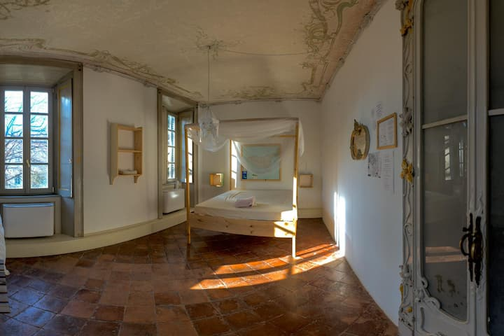 Privat House in Historical Palace - taxi service
