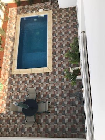 Maison moderne avec piscine privée