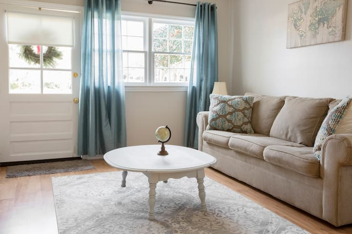 Guesthouse Between Folly Beach & Downtown Chas!