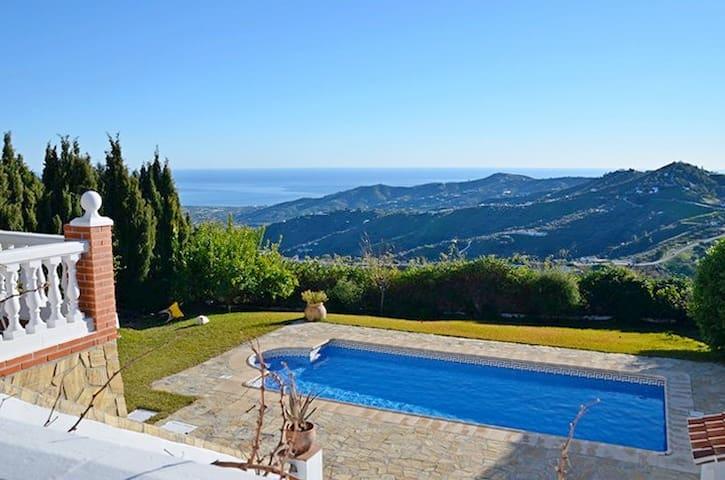 Casa Las Flores, vistas impresionantes y relax - Frigiliana - Casa